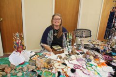 Rolling Stones Gem and Mineral Society holds holiday market 112517