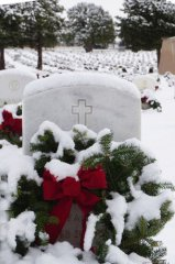 Wreaths Across America 2017 in the snow